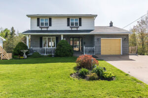 Spacious family home w/ large in-ground pool!