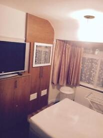Double room to let clean weekly £120 all inc