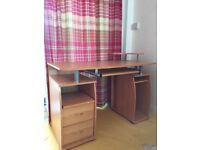 Computer desk (Excellent condition) : JAGO24