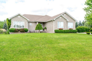 Custom built 2+2 bed 3 bath bungalow in executive area of homes!