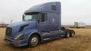 2005 Volvo VNL 670-Excellent-PRICED TO SELL QUICKLY - Delisle SK