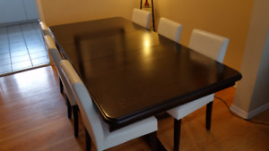 SOLID DARK WOOD DINING ROOM TABLE AND 6 CHAIRS