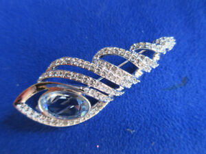 SWAROVSKI *BLUE* BROCH   EXTREMELY RARE--HAVE THE BOX