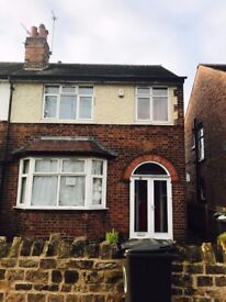 LARGE DOUBLE ROOM IN 4 BEDROOM HOUSESHARE - £70 PER WEEK – AVAILABLE SEPTEMBER