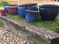 Garden pots ceramic x6 including 2 large all in good condition selling as having a tidy up