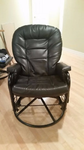 BLACK ROTATION CHAIRS FOR OFFICE OR LIVING ROOM GREAT CONDITION