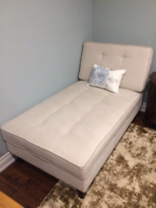 Button Tufted Lounger