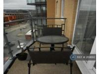 2 bedroom flat in Berberies House, Feltham, TW13 (2 bed)