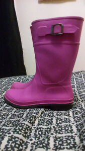 Girls boots, size 2