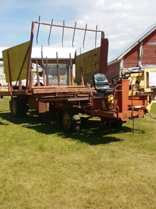 New Holland 1047 bale wagon