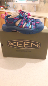 New in box Size 5.5 Keen sports sandles