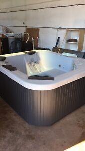Bull Frog Hut Tub