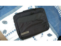 Laptop Bag Techair Z0101v4 Classic Clam Briefcase (Black) for 15.6 Laptops