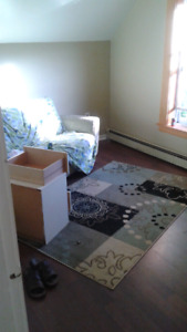 Room for rent $125\wk $400\mtnh (AVAIL SEPT.1ST) east side