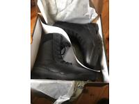 Brand new boxed Magnum classic boots. Size 9&10