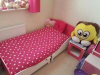 Toddler bed in pink