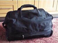 Large Luggage Holdall Travelbag with Wheels