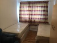 ---AVAILABLE NOW---TWIN/DOUBLE ROOM IN PUTNEY HEATH---£160 pw (biills inc)