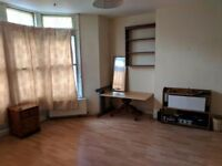 Large double room Eastville, no deposit required