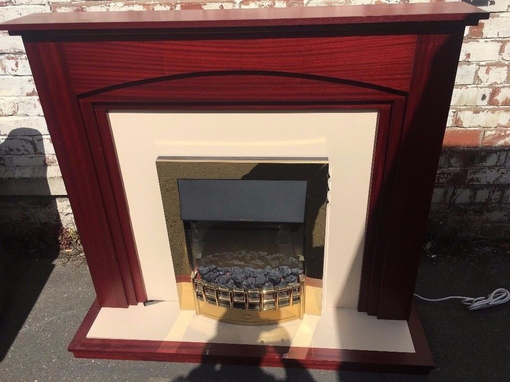 Electric Fire With Surround Complete With Base in Photo Excellent Condition Deliver Free Local
