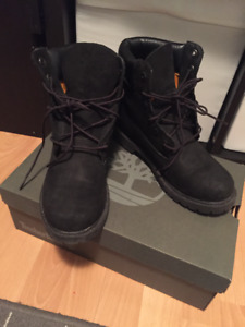 Mint Condition Women Black Timberland Boots
