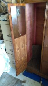 Armoire antique rare - en cèdre. 99$ Rare Cedar dresser.99$