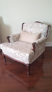 Stunning Mahogany 2 Piece Living Room+ Cushions NEW condition!