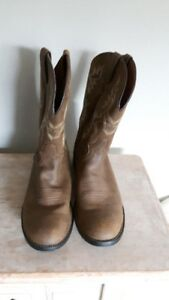 BRAND NEW JUSTIN leather cowboy boots, size 13