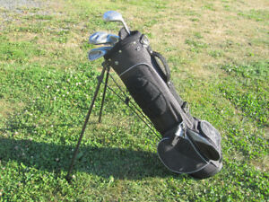 Junior Right Hand 4-pc Golf Clubs Set & Bag