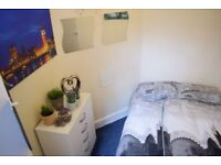 Double room in Morden. Available 1/8. £450 pcm all bill included.
