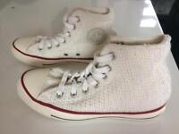 Knitted style converse boots size 4 as new