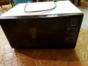 Microwave Oven white with black door