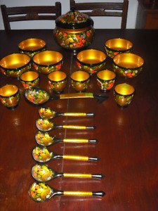 RUSSIAN HAND CRAFTED AND PAINTED 20 PIECE DINING SET