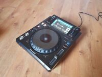 Pioneer XDJ 1000 Touch screen USB controller & UDG Ultimate CD player/Mixer bag