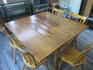 ANTIQUE/VINTAGE DINING TABLE AND CHAIRS