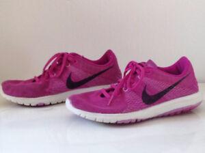 Souliers de sport nike femme (7.5) Sport's shoes nike woman