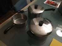 Set of 3 sauce pans and 2 lids
