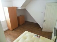 Spacious double room available with own bathroom in Forest Gate (1min to station) FURNISHED