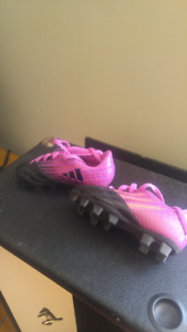 81/5 girls youth cleats great condition! 15.00