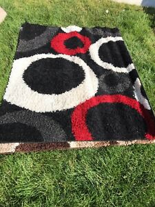 Shag rug made in turkey EUC 5 feet by 6 feet 7 inches