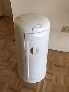 Munchkin Diaper Pail with a free box of bags