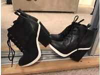 Boots (Faith), Size 4 UK