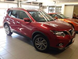 2015 Nissan Rogue SL/1 OWNER LOCAL TRADE/LOW LOW KMS!!