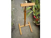 A OLD PINE ARTIST ADJUSTABLE EASEL 36 INCHES
