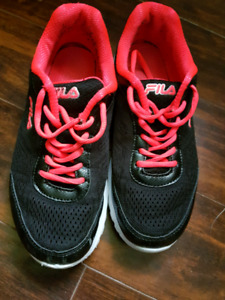 Like New Fila sneakers - size 8
