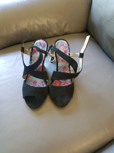 Black strappy wedges size 7
