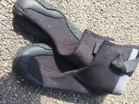 Alder adults wetsuit boots size small