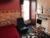 East ham, single room for rent,3min walk undergraund,all bus shops. Internet, garden. £90.