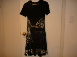 Robe noire, collection Dinh, Grand / Black dress, Size Large.