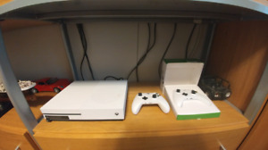 XBOX ONE, TWO PADS, FERRARI STEERING WHEEL/PEDALS, 5 GAMES